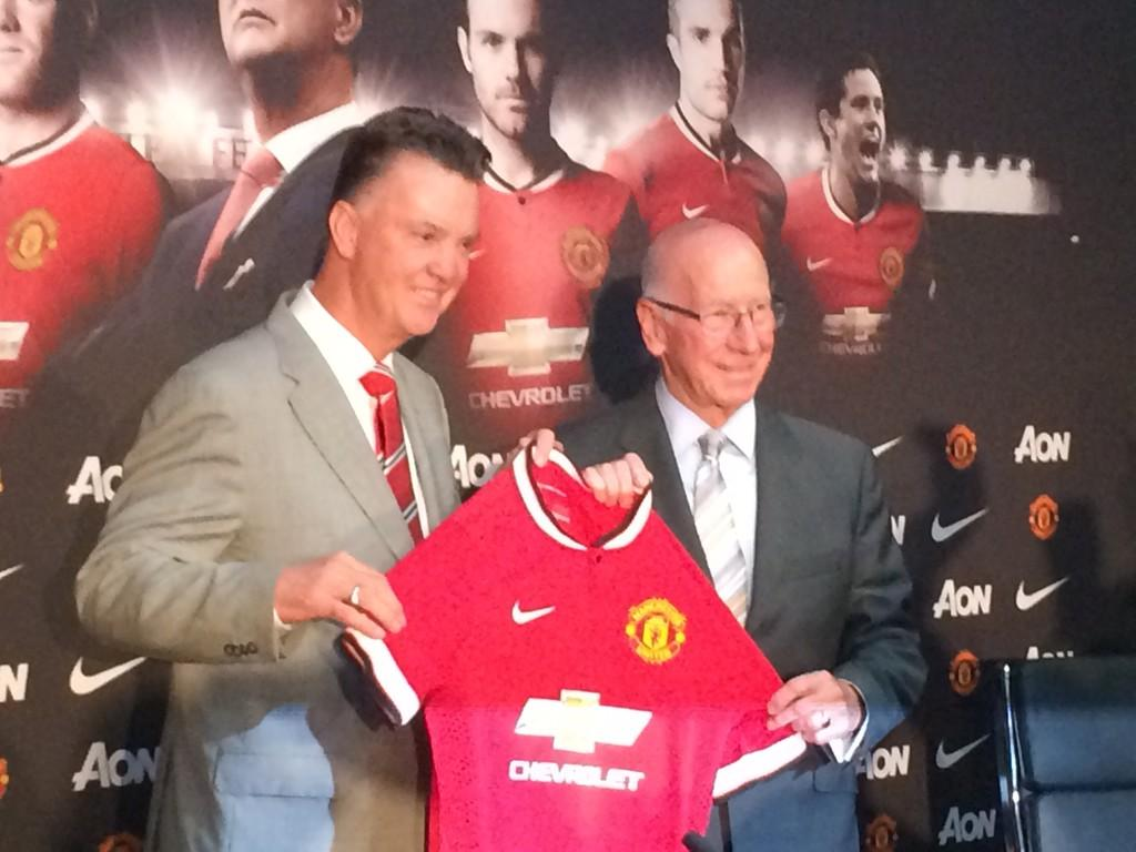 Van Gaal: Man United is the biggest club in the world, waiting 3 4 weeks to buy players & captaincy is important