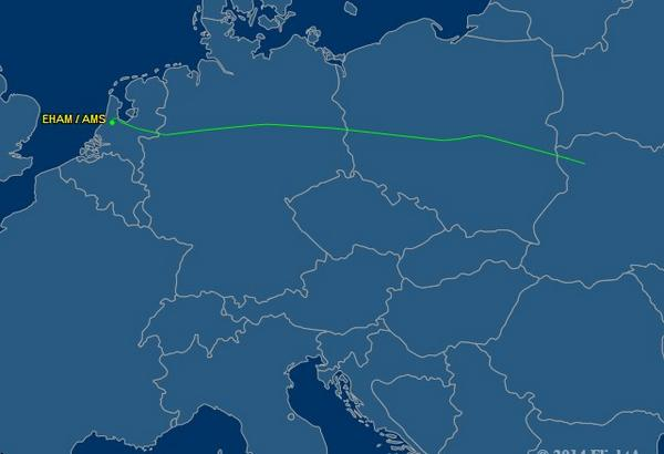 Flight Tracker shows the position of #MH17 over northeastern Ukarine. http://t.co/zk5uwWjO4i