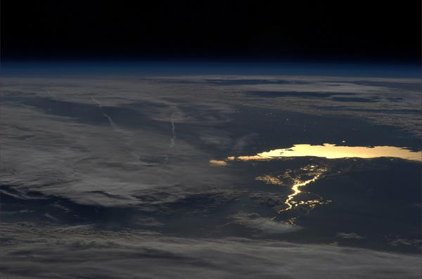 This lake is only visible in the sun glint, a very powerful Earth observation technique. #BlueDot http://t.co/fd1mX91QiS