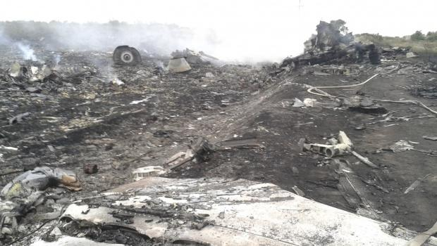 The site of a Malaysia Airlines plane crash in the settlement of Grabovo in Donetsk region: http://t.co/yVWeqntSaK http://t.co/guBJ5ppeRy