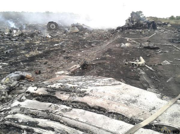 The site of Malaysia Airlines #MH17 plane crash in Ukraine http://t.co/xQJQRbyvxp http://t.co/FyZBtjiijV