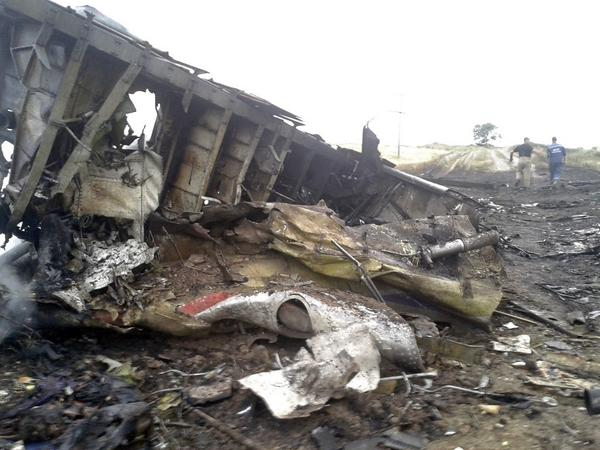 .@Reuters photos from crash site of Malaysia Airlines flight http://t.co/etMEIi3vIY http://t.co/i8enL50RYb