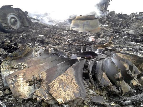 Latest pictures from the #MH17 crash site in Grabovo, #Ukraine #MH17 - @reuterspictures (GRAPHIC): http://t.co/bN85uNBzCp