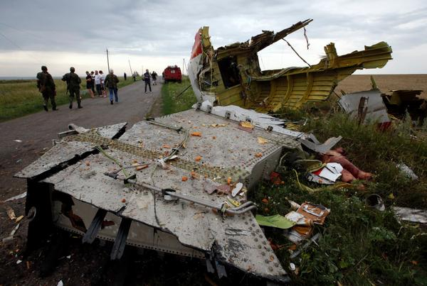 UPDATE: Reports Militia recover black boxes from site of Malaysia #MH17 crash in E. #Ukraine http://t.co/cOfyUnXeky http://t.co/HbXB9VklOo