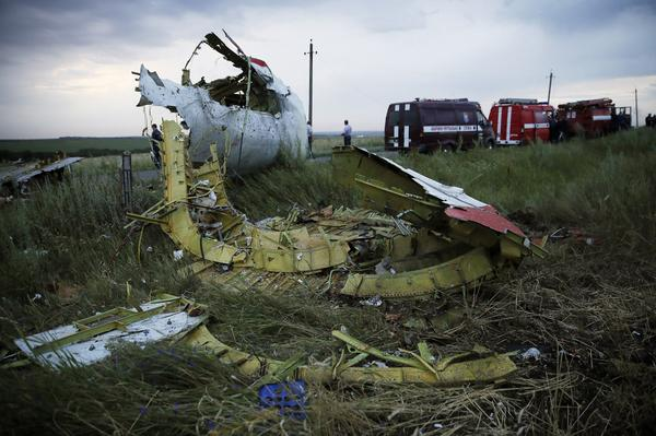 More photos from the crash site of #MH17: http://t.co/NBA9lVEJFz (By Zurab Dzhavakhadze, AFP/Getty Images) http://t.co/m2BB6lizj6
