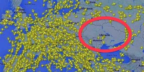 Incredible map shows airplanes getting the heck out of Ukranian airspace http://t.co/F18Ltqrzpo http://t.co/sVelny3Ygl
