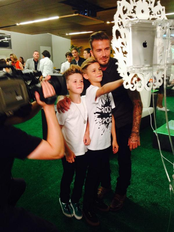 Bend it like #DavidBeckham #KidsChoiceSports http://t.co/M90fDssRnU