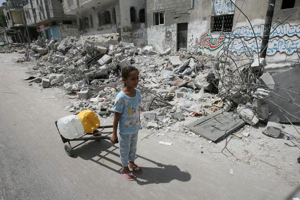Ban 'shocked' at collapse of #Gaza #ceasefire, urges maximum restraint by all parties http://t.co/oukfuyUtjI @UNRWA http://t.co/g4IYh6BWAT