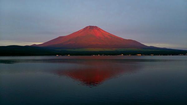 完璧だ!予想通りだ!赤富士!山中湖 #富士山  pic.twitter.com/X8rOkOVrGv