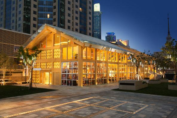 A bamboo-clad jewel box of a restaurant, designed by Shigeru Ban and now open in Shanghai http://t.co/GBsyAMPEcE http://t.co/wFHbzECLGk