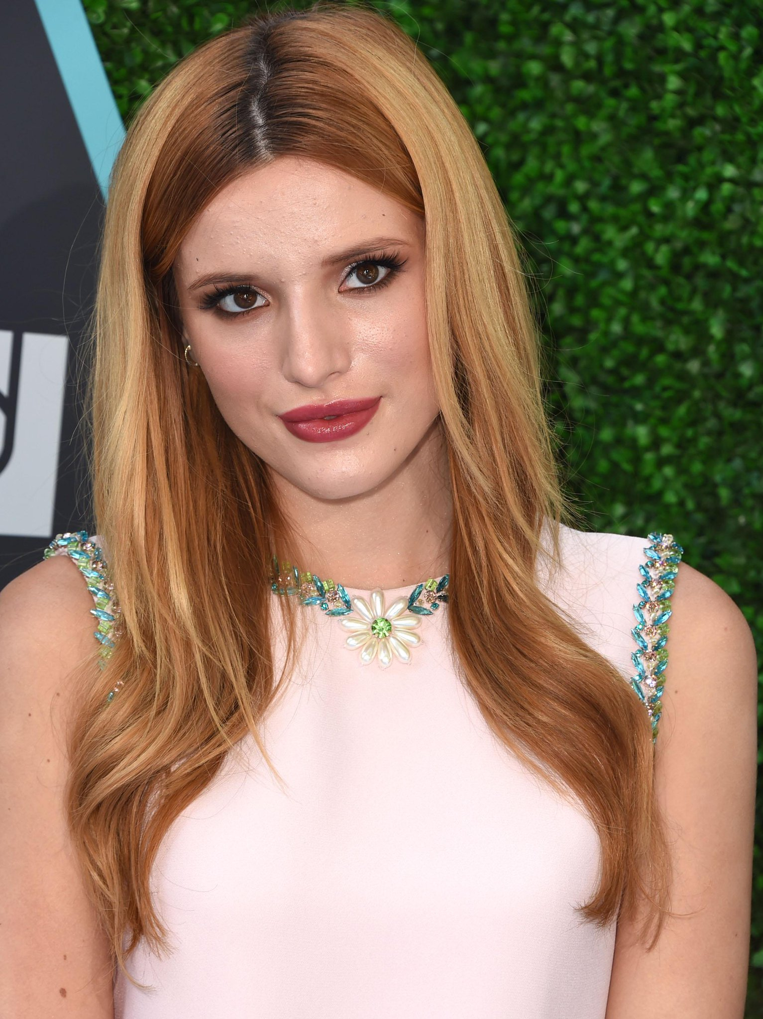 .@bellathorne's gorgeous berry-stained look is giving us #lipstick envy: http://t.co/gCbgWLYLpa http://t.co/fsmvDwG1LA