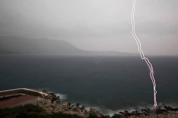 Boris Bašić (foto) ujel strelo na dubrovniški plaži 20 m od sebe (pristal v bolnici s poškodovanim bobničem), via FB: http://t.co/ojLViqB4B3