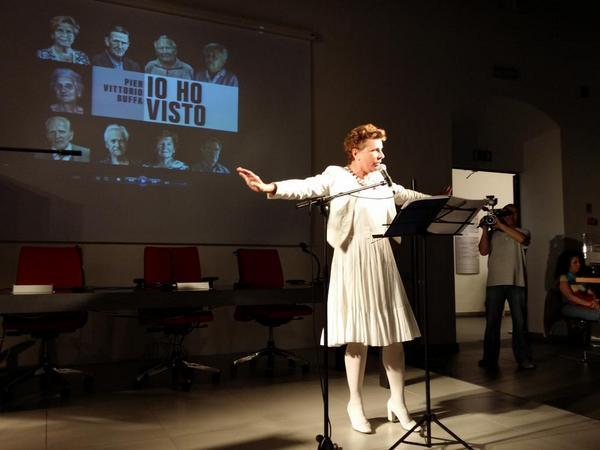 #Prato abbraccia la sua Pamela Villoresi e @PierVittBuffa per lo spettacolo #Iohovisto alla Lazzerini #memoria http://t.co/24pN5wkamj