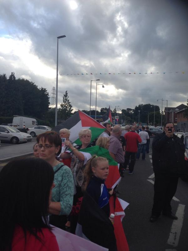 Great to see so many people on the Andersonstown Rd tonight showing their disgust at Israel. #GazaUnderAttack http://t.co/pFOZcUA4pa