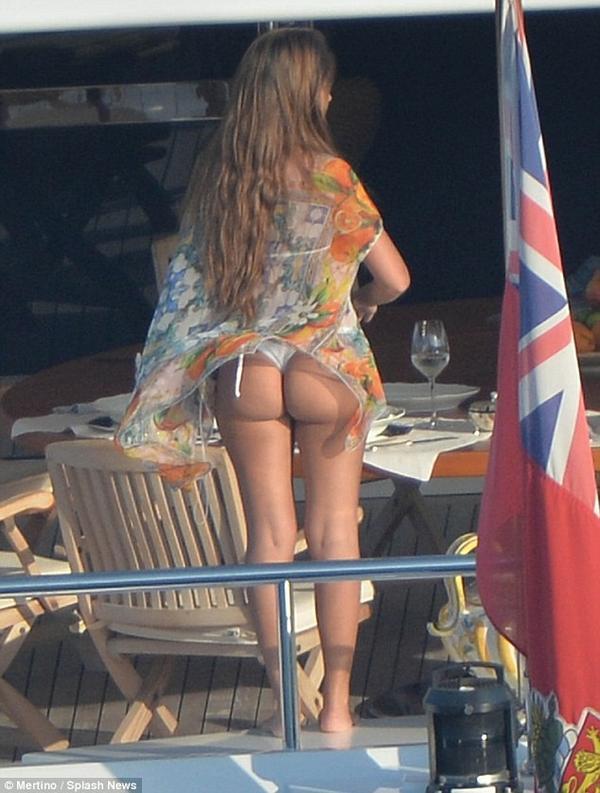 Holiday Ass 78