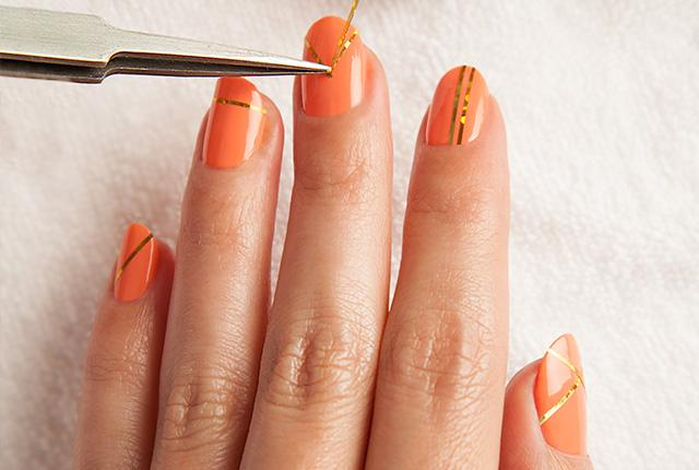 Cool nail art alert! Learn how to #DIY this gold foil manicure: http://t.co/MxCQUKWseG cc @NailsbyRegina http://t.co/uD9rLBH6I5