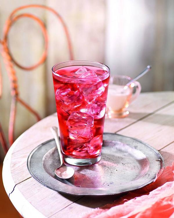 We brought the tropics to you. Grab a glass of our Tropical Hibiscus Iced Tea today! http://t.co/ew1z26gkfh