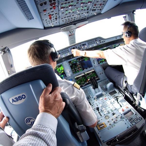 Mach .85, heading 350, FL260 en route to Singapore on @Airbus A350 MSN005 #a350xwbtour http://t.co/1PfEWh7jIH