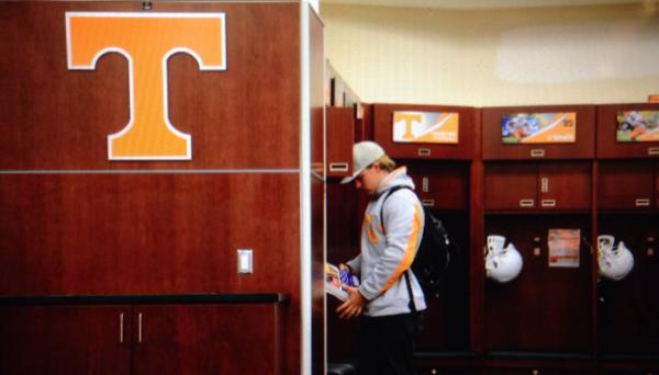 First to arrive is @DoctorCarter3 #itsfootballtimeinTennessee http://t.co/Hu5L0riyWs