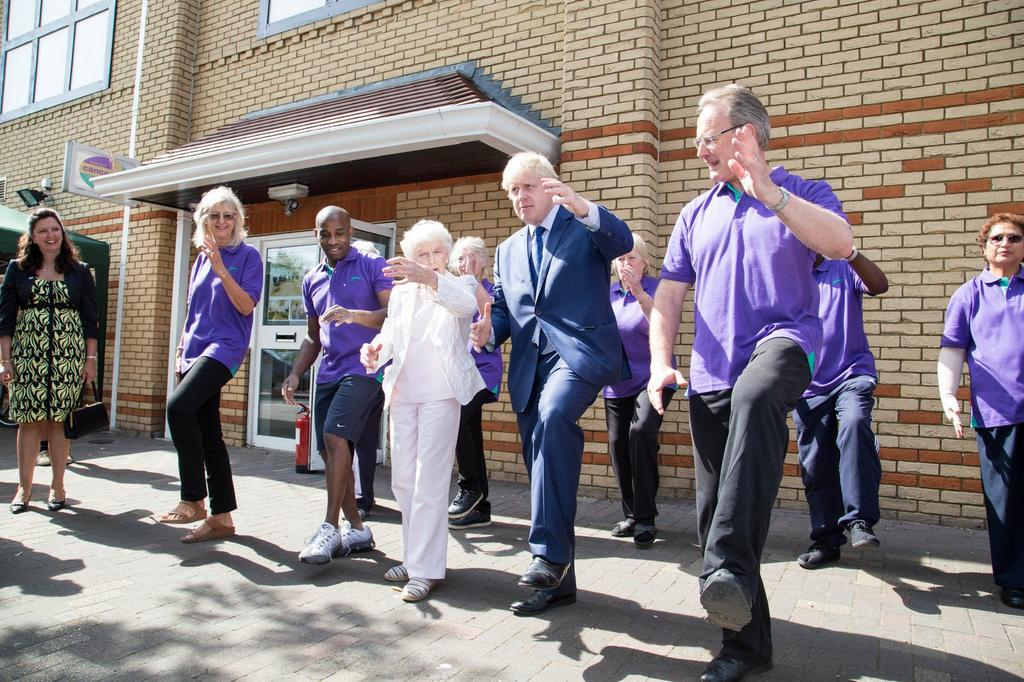 2/2 I spoke many people who use the centre and then took part in a Tai Chi lesson with their patron, June Whitfield http://t.co/0Lmd8mHpZ2