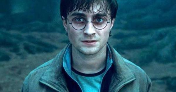 Happy Birthday to the boy who lived, Harry Potter! #HappyBirthdayHarryPotter http://t.co/RxCOz5gGfn