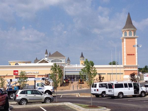 New outlet mall opens in Simpsonville today. We're taking an adult day trip there this fall! http://t.co/5mtxIspBQn http://t.co/j7IOW46fzb