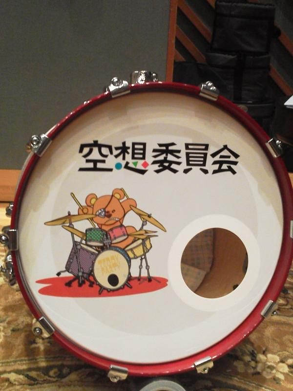 バスドラにイラストがつきました!ジャパンに間に合ってよかった(^^) http://t.co/NkGAK6Ekth