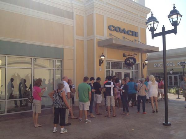 Line wraps around @Coach store for opening @ #OutletShoppes @courierjournal http://t.co/UBpUVxreSF