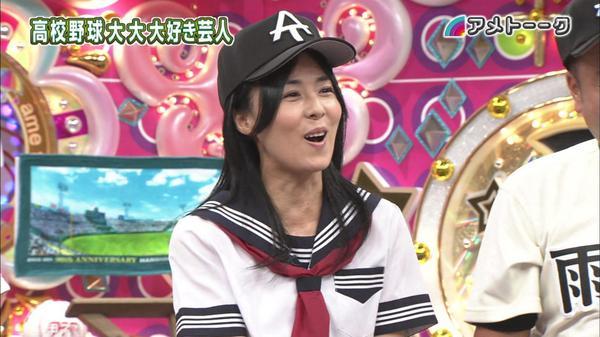 野球帽に制服姿も似合ういつまでも若い井森美幸