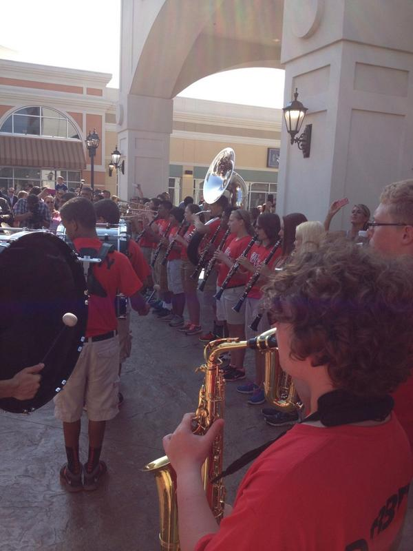 Band playing at the Grand Opening of The Outlet Shoppes of the Bluegrass! #band http://t.co/lWZAMwcdrk