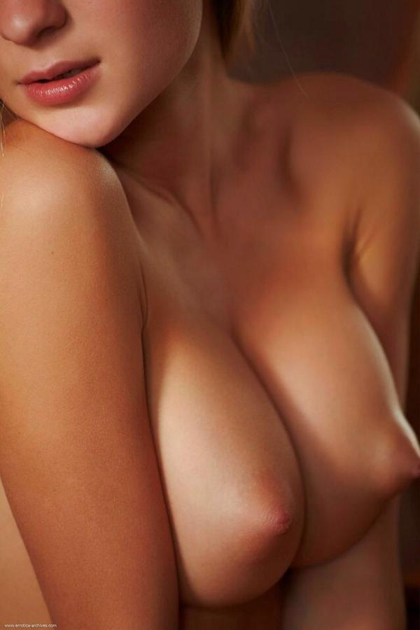 фото красивой женской голой груди