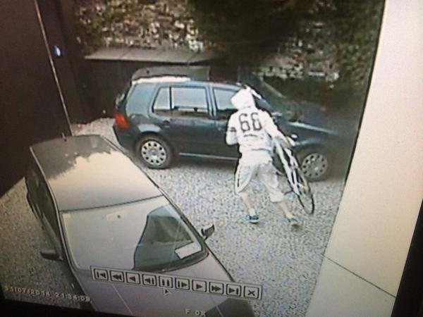 This guy just robbed my bike from a house in Ballsbridge at 9:24pm - any help greatly appreciated http://t.co/fl3pTxN160