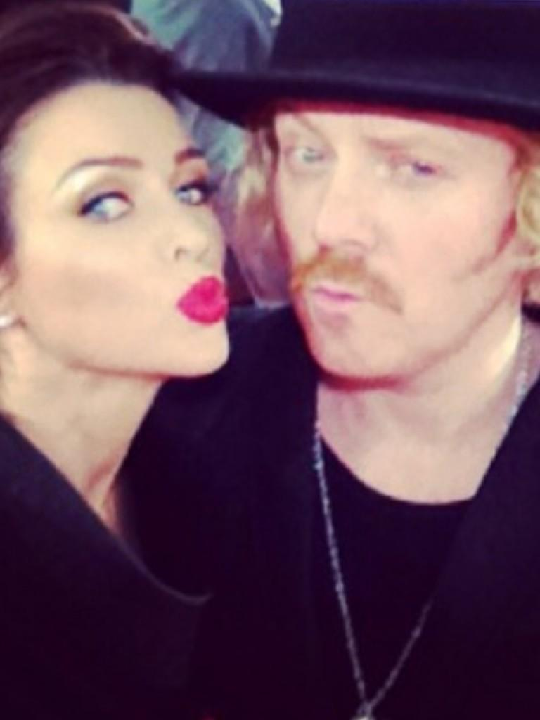 Me and Danni fit Minogue! Proper silk http://t.co/Brlg8AbkJQ
