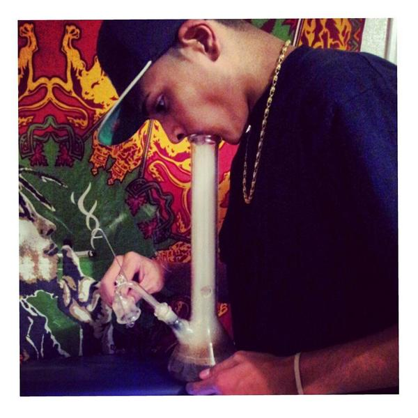 Gotta Throw It Back Fo' Thursday 😈💨🍁  #ThrowBackThursday #GoldChainRAWKIN #SillyPuddy #Waaax #FWM