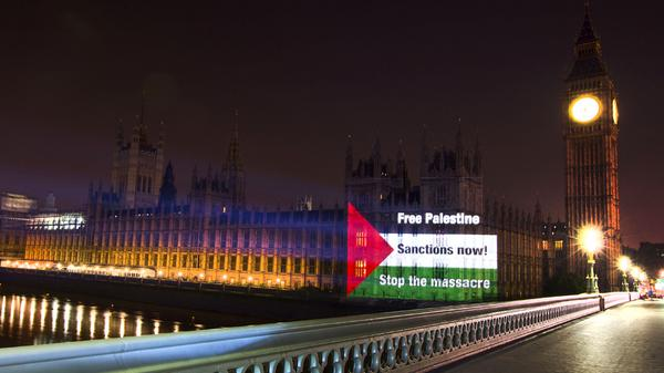 The Palestinian flag projected onto the Houses of Parliament last night, by the Palestine Solidarity Campaign #C4news http://t.co/3aCwJgDXeb