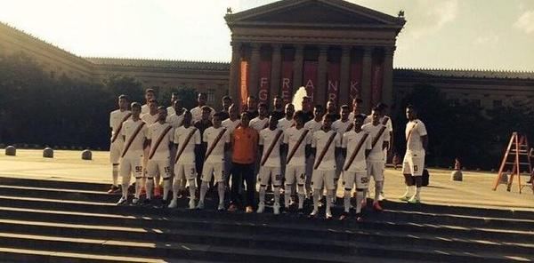 Jokes! Francesco Totti pokes fun at Ashley Cole, plays the loner in latest Roma team photo