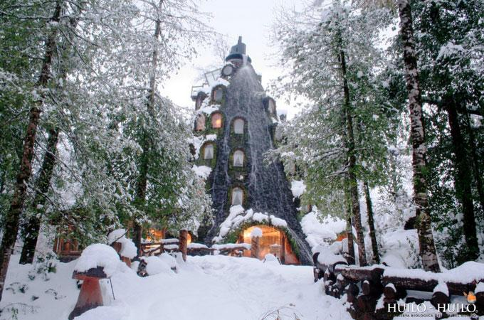 Have you seen the Magic Mountain Lodge in Patagonia? Take a look here: http://t.co/h0ca19iraE #architecture http://t.co/WkvzOrrDqK