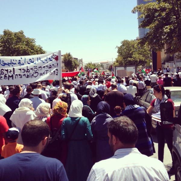 مظاهرة كبيرة #الأردن_يدعم_المقاومة الأن في الدوار الرابع عند مجلس الوزراء في العاصمة الأردنية عمّان #Amman #Gaza http://t.co/zJtm3Kd7Yp