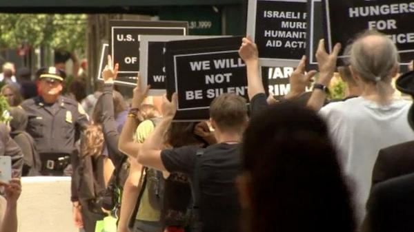 """@ghazamfar: ""@france7776: New York Jews take part in protest against #Gaza bloodshed http://t.co/8MVfIlmbag #Israel http://t.co/BLsboYrV9c"""