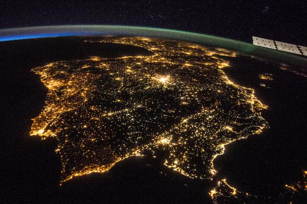 Here's a view of Earth from the #ISS -- specifically the Iberian Peninsula at night on July 26 http://t.co/jFTQ5JOrCk http://t.co/wvypuNtDae