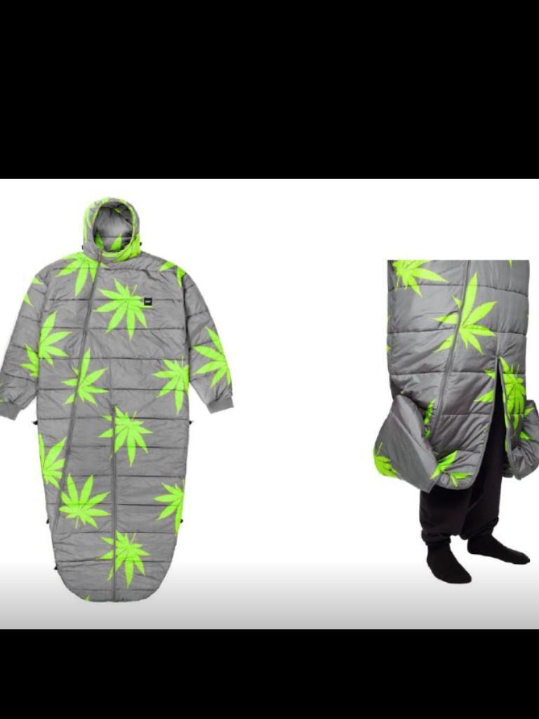 By far the best sleeping bag I've ever seen in my life . #huf http://t.co/c3hva8PxO5