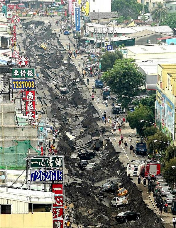 shocking pic. RT @NBCNews: Series of underground gas explosions devastate Taiwan city http://t.co/59X1DRBnDj http://t.co/LSBCVsqKvp