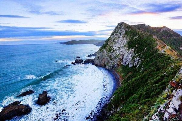 Breathtaking and untouched: #NewZealand in a nutshell —> http://t.co/dRwuZrwYnA #ttot #travel #travelpics http://t.co/NuDtkNJjss