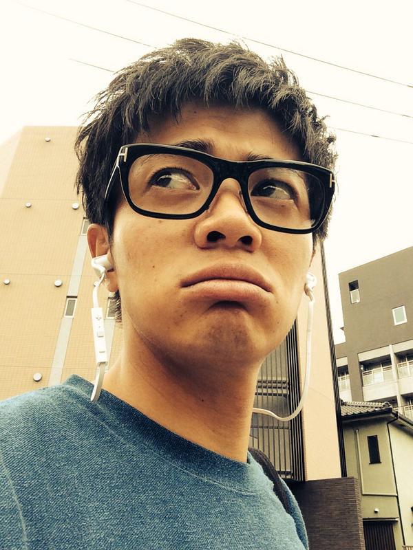 黒ぶち眼鏡の和田正人