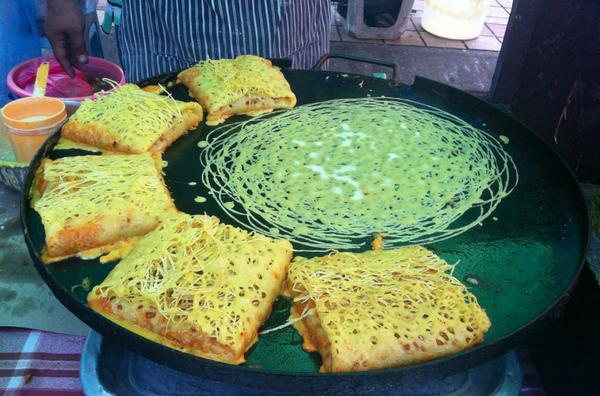 Murtabak jala from #Param Bangsar. Only RM4 per pcs. Hmm do you call them Jartabak? Haha :p Remember to try it out! http://t.co/QYONyNDZVy