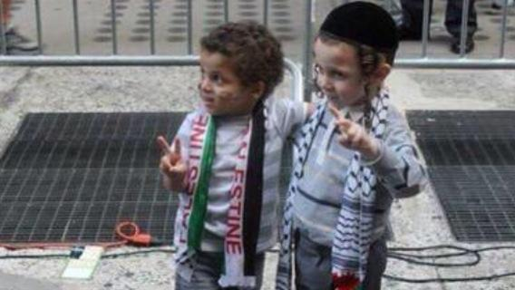 2 children united in friendship amid conflict. #israel #gaza http://t.co/Y0Z3ohiQwX