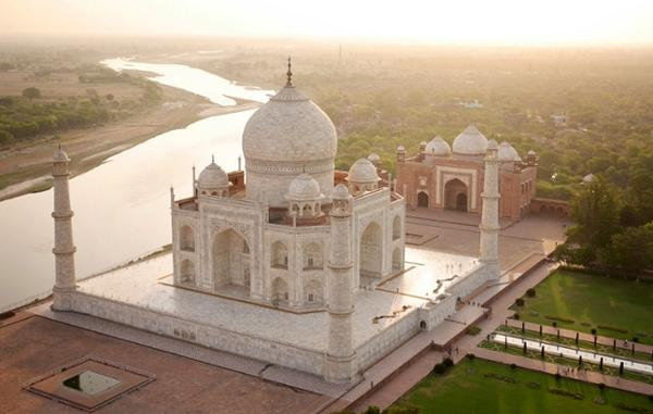 Mmmmm, never seen the edifice from this angle before. The Taj by Drone, by Amos Chapple in The Guardian. http://t.co/DndSAzHUSC