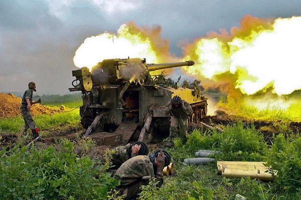 В Донецке постоянно слышны взрывы: люди прячутся в бомбоубежищах - Цензор.НЕТ 6852