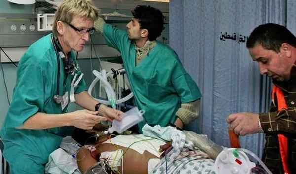 Norveçli doktordan dünyaya açık Gazze mektubu http://t.co/pRehrBkXAD http://t.co/htF4dK52aF