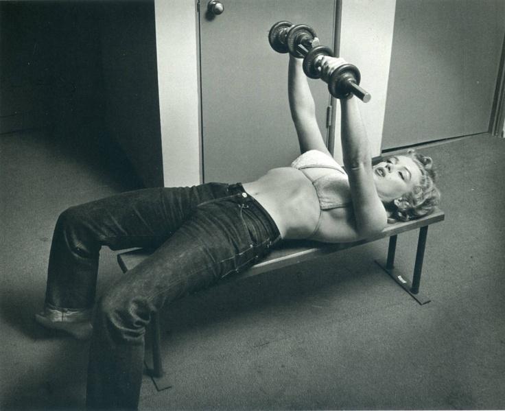 Marilyn Monroe... BtE_nr9IcAEpvDg